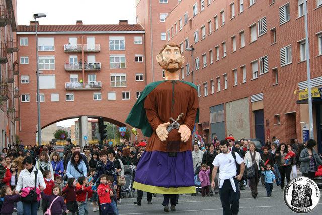 El barrio de san jorge inaugura las fiestas vecinales de for Pisos en san jorge pamplona