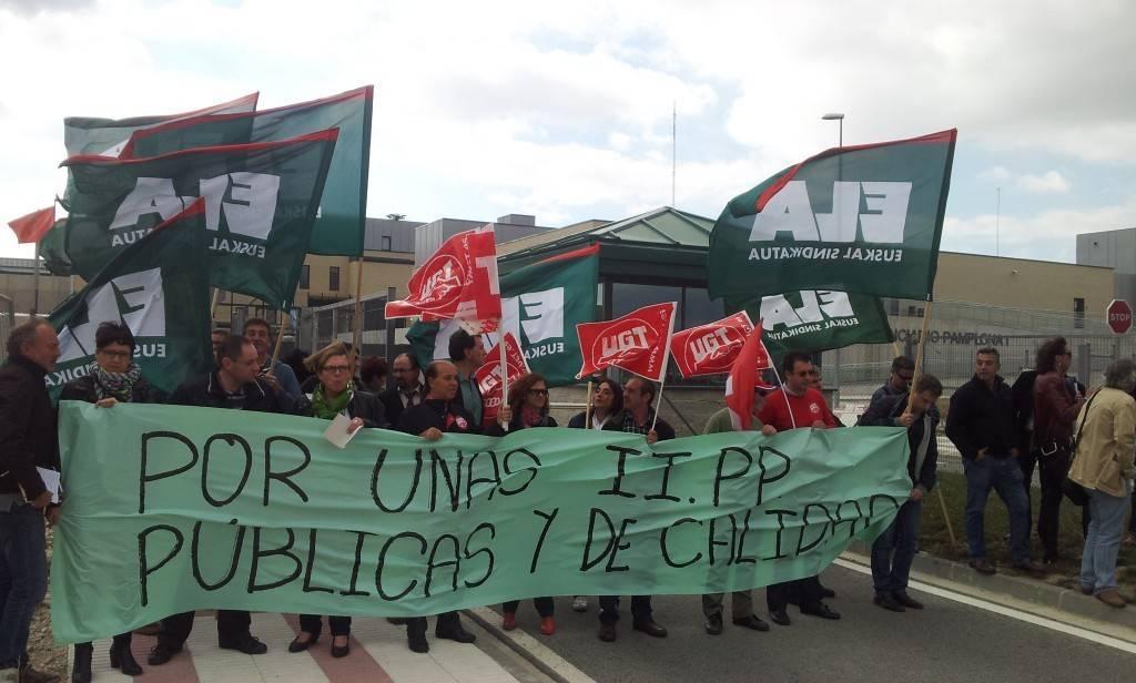 Una imagen de la concentración ante la cárcel (FOTO: ELA)
