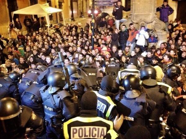 Imagen del momento de la detención (FOTO y agradecimiento: Gari Berasaluze @kalaportu)