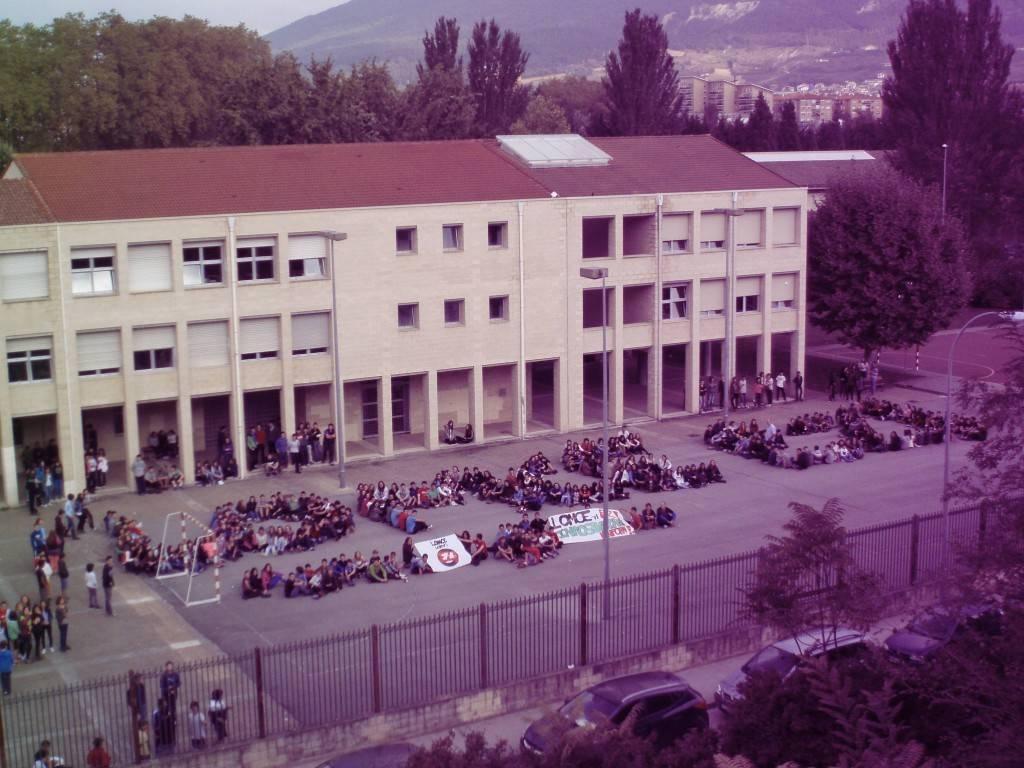 La direcci n del instituto biurdana denuncia los problemas for Gimnasio del centro