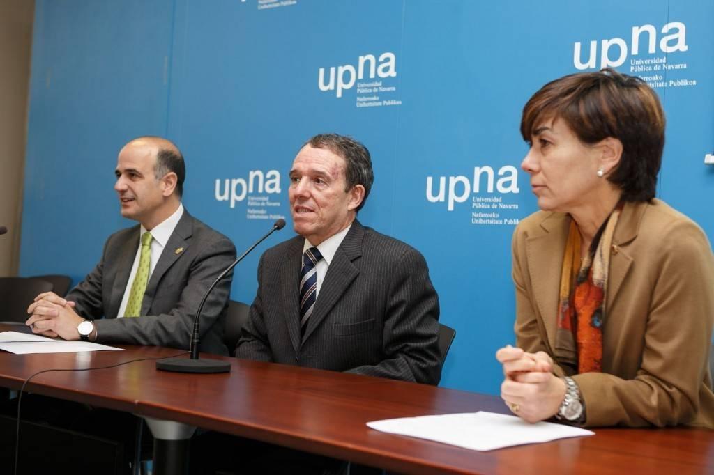 De izquierda a derecha, Alberto Catalán, Julio Lafuente y Eloísa Ramírez.(FOTO: UPNA)