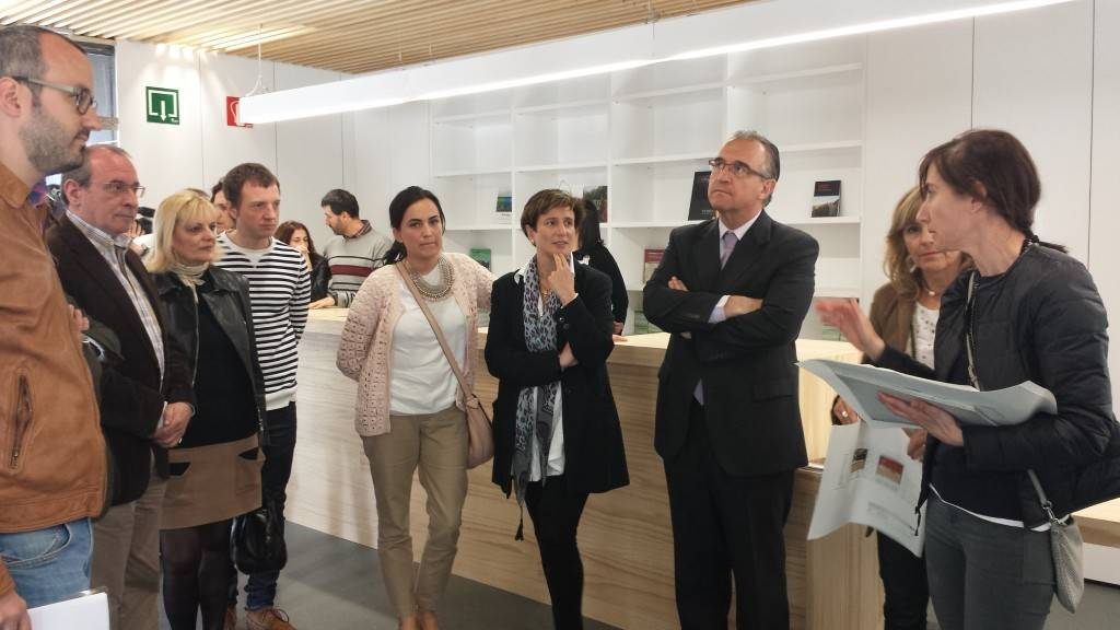 Nueva oficina de turismo de pamplona for Oficina turismo olite