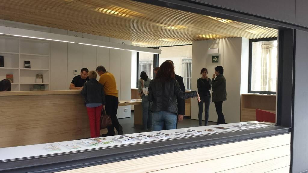 Adjudica por euros la gesti n de la oficina de for Oficina turismo pamplona