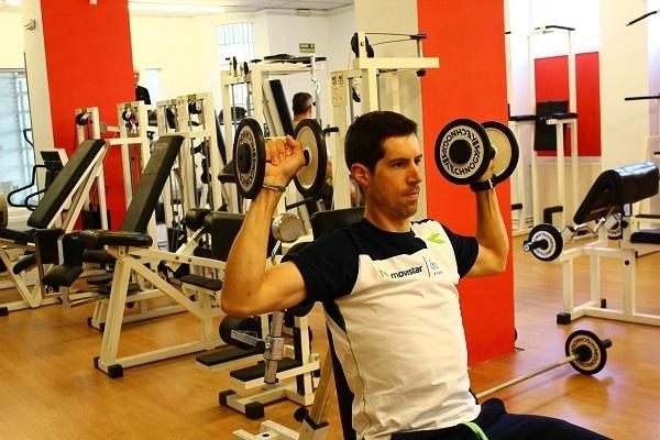 Imanol Erviti, ciclista profesional, realizando su rutina en Sparta Sport Center