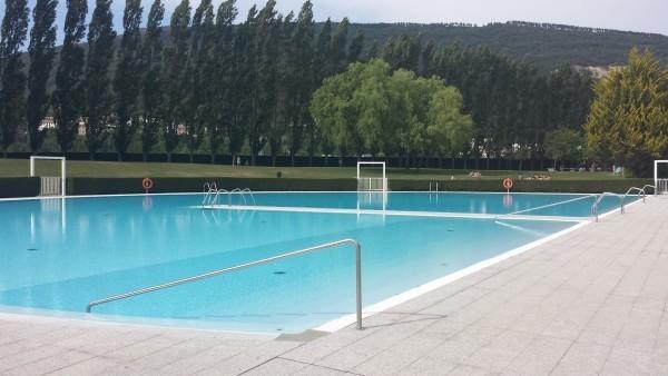 Comienza el verano en las piscinas de la comarca de pamplona for Piscinas de ansoain