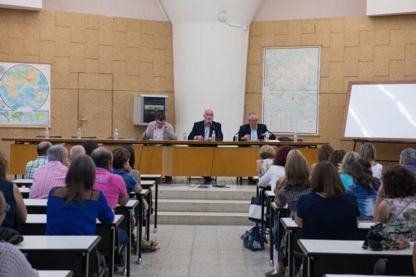 Foto de archivo de una reunión en el departamento de Educación