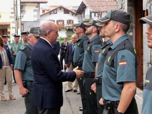 Los ministros de interior de francia y espa a se for Foto del ministro del interior