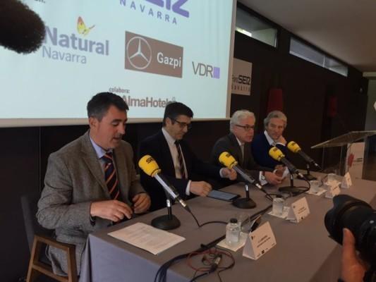 El presidente del Congreso, en el centro junto al diputado navarro Jesús Mari Fernández y el director de SER Navarra, Javier Hoyos así como el patrocinador de las jornadas
