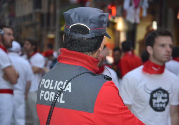 Un agente de Policía Foral, en Sanfermines