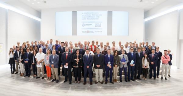Los ponentes y los representantes de las empresas invitadas, a la finalización del encuentro