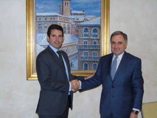 De izda. a dcha., el director general de ELKARGI, Marco Pineda, y el presidente de CEN, José Antonio Sarría.