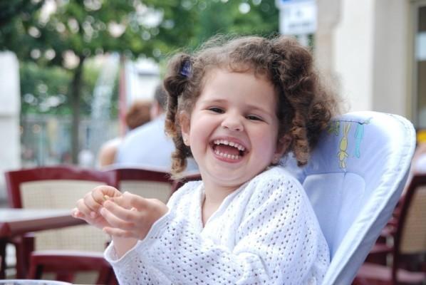 niña risa