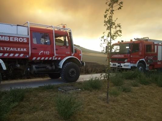 Un tren genera varios focos de fuego a su paso por for Piscinas berrioplano