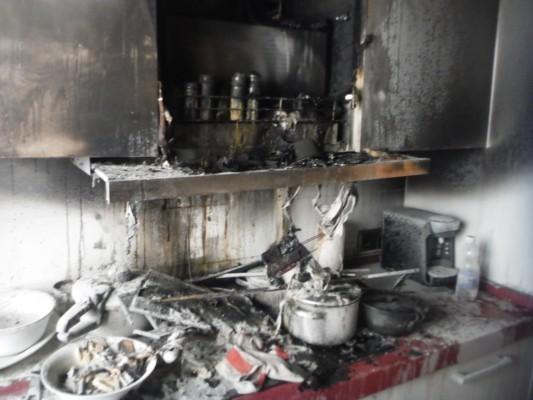 Dos Personas Atendidas Por Humo Tras El Incendio De Una Cocina En