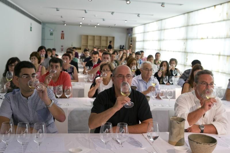 A la venta los tiques para las catas de vino y queso que for Oficina turismo pamplona