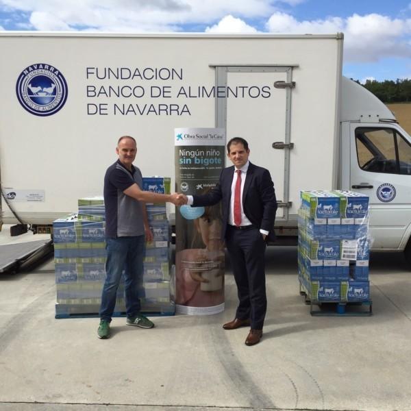 La caixa y el banco de alimentos recogen litros de leche en favor de familias en riesgo - Banco de alimentos de navarra ...