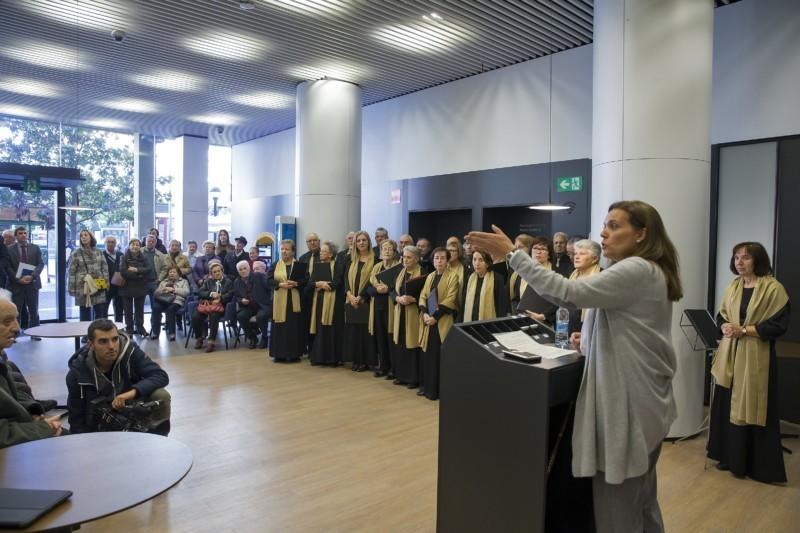 Inaugurada la nueva oficina store burlada de caixabank for Oficines caixabank